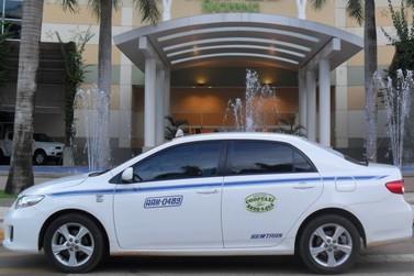 Alta da gasolina reduz lucro dos taxistas que já sofrem os efeitos da pandemia