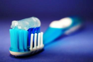 Troca regular da escova de dente pode diminuir risco de contaminação pela Covid