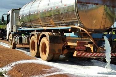 Revoltados com o preço, produtores cortam entrega de leite em Rondônia