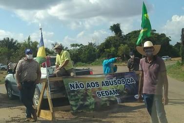 Pelo 2º dia, produtores rurais mantém bloqueio na BR-364 no trevo para Cujubim