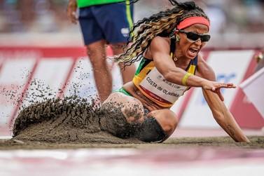 Silvânia Costa é ouro no salto em distância em Tóquio