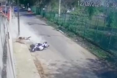 Homem perde controle da moto e é arremessado contra poste em Porto Velho