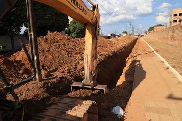 Nova rede de drenagem é construída na rua Vieira Caúla com Mamoré