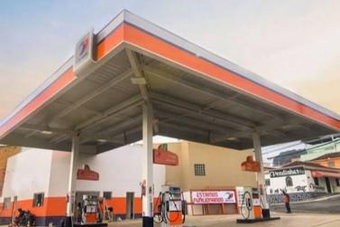 Dupla armada assalta posto de combustíveis no bairro São João