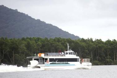 Catamarã com reservas abertas para o passeio ao Marujá