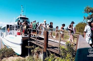 Catamarã com reservas para passeios ao Marujá, Trincheiras e Cananeia