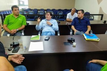 Vereador se reúne com gerente da Elektro para discutir denúncias de moradores
