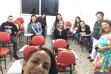 Escola Municipal de Idiomas tem vagas para ensino gratuito de inglês e espanhol