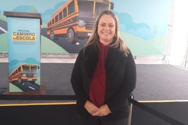 """Município recebe novo ônibus escolar do Programa """"Caminho da Escola"""""""