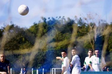 Quartas de final agitam amador de futebol de Pariquera