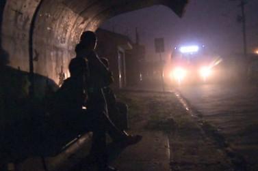 Falta de iluminação nos pontos de ônibus preocupa usuários em Registro