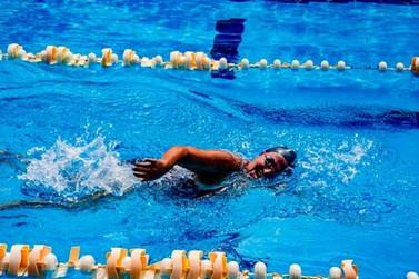 Nadadora de Registro de 61 anos é vice-campeã brasileira em competição