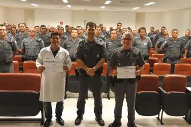 PMs do 14 Batalhão participam de palestra com psicólogos de Santos