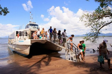 Catamarã fará passeios ao Marujá, Ponta Norte e Ponta Sul nos meses de férias