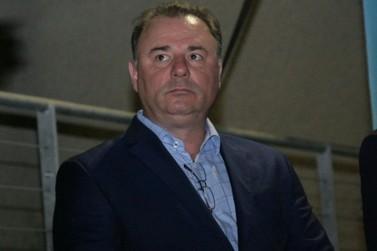 Prefeito de Registro, Gilson Fantin, voltou ao cargo, mas processo continua