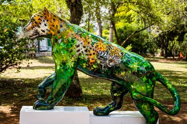 Escultura de onça-pintada é doada para reserva privada de Mata Atlântica