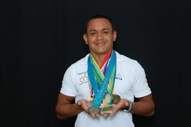 Medalhista olímpico de Atletismo faz apresentação esportiva no Sesc Registro