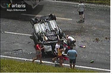 Quatro pessoas morrem e três estão feridas em acidente na BR-116