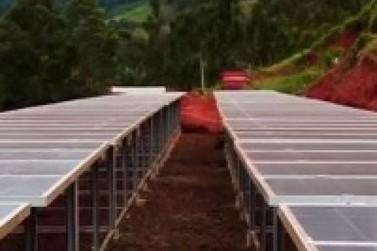 Geração de energia solar reduz conta de luz no campo