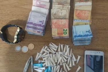Gerente do tráfico é preso com drogas e dinheiro