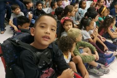 Parceria entre PM e Escola garante andador para garoto de Juquiá
