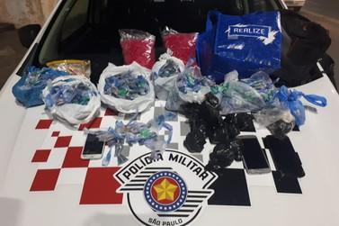 PM captura procurado e prende três homens com quase três quilos de drogas