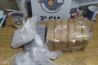 PM prende casal com oito quilos de drogas