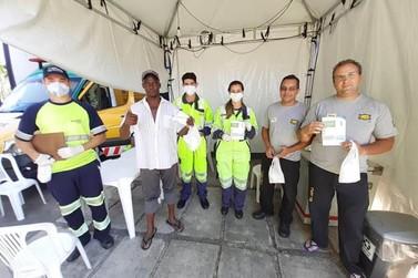 Arteris Régis Bittencourt distribui kits de higiene aos caminhoneiros
