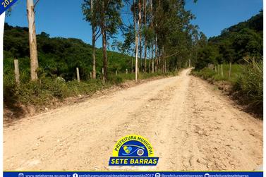 Estrada do Lambari recebe melhorias em serviços de patrolamento e cascalhamento