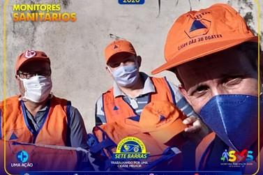 Monitores Sanitários fazem prevenção ao Covid-19 com moradores e comerciantes
