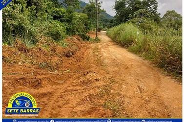 Prefeitura segue intensificando a manutenção de estradas rurais em Sete Barras