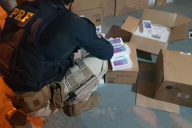 PRF apreende mais de mil celulares em meio a carga de roupas em Registro