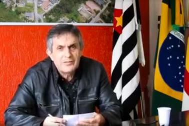"""""""...Vamos pôr nas mãos de Deus…"""", disse em vídeo prefeito ao renunciar"""