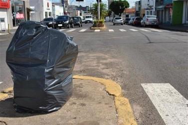 Prefeitura suspende contrato de empresas de coleta de lixo doméstico