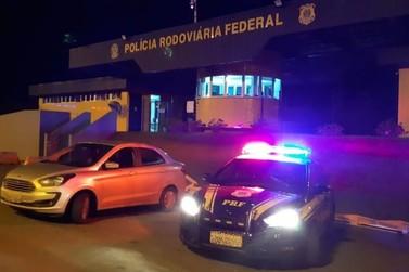 PRF recupera carro roubado