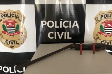 Polícia Civil apreende espingarda artesanal e pássaro silvestre em Iporanga