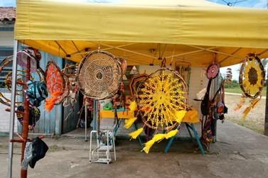 Pedrinhas e Boqueirão Sul, na Ilha, expõem e vendem artesanato