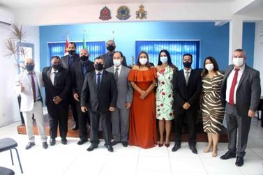 Prefeito da Ilha Comprida, Geraldino Júnior, toma posse em sessão solene