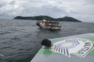 Polícia Ambiental apreende 30 kg de camarão sete barbas em pesca irregular