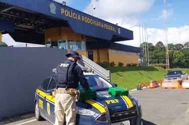 PRF apreende mais de 18 quilos de maconha em ônibus no Vale do Ribeira