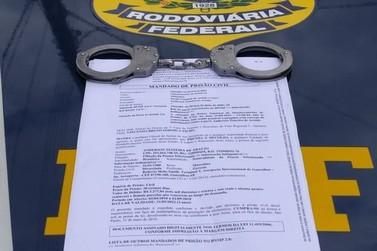 Procurado pela Justiça, homem é preso pela PRF em Registro