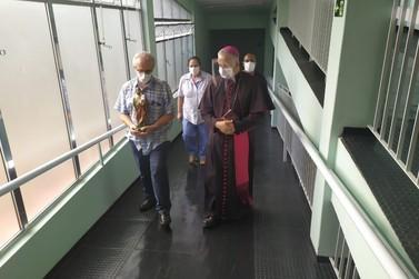 Bispo Diocesano leva fé e esperança ao Hospital São José em Registro