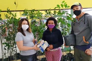 Moradores da Ilha contribuem com doação de alimentos em troca de mudas de planta