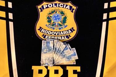 PRF prende três pessoas com dinheiro falso na Régis Bitencourt