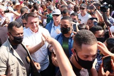 No Vale do Ribeira, Bolsonaro recebe autuação dupla por falta de máscara