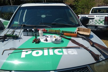 Homem é preso em rancho com armamento e material de caça ilegais em Juquiá
