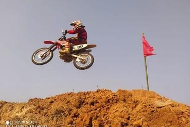 Ilha conta com pista de motocross e velocross