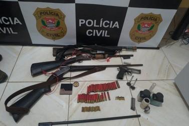 Polícia Civil encontra arsenal de armas com idoso em residência de Sete Barras