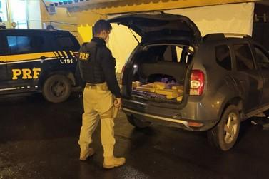 PRF apreende grande quantidade de droga dentro de um carro em Registro