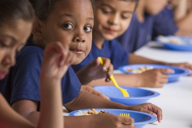 Governo de SP anuncia retorno do Merenda em Casa na rede estadual de ensino